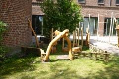 houten-klimpalen-zithoek-ingang