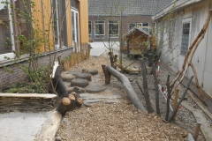 Natuurbelevingstuin-houtsnipper-pad