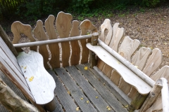 Speelhuisje-hout-bankjes