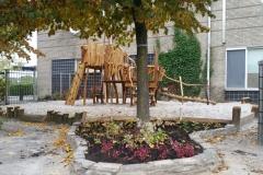 Speeltoren-op-schoolplein-buiten